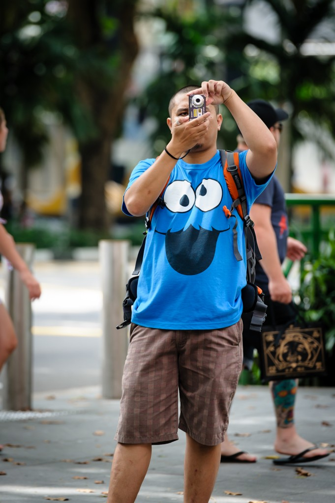 Street photography - Man in cookie monster t-shirt