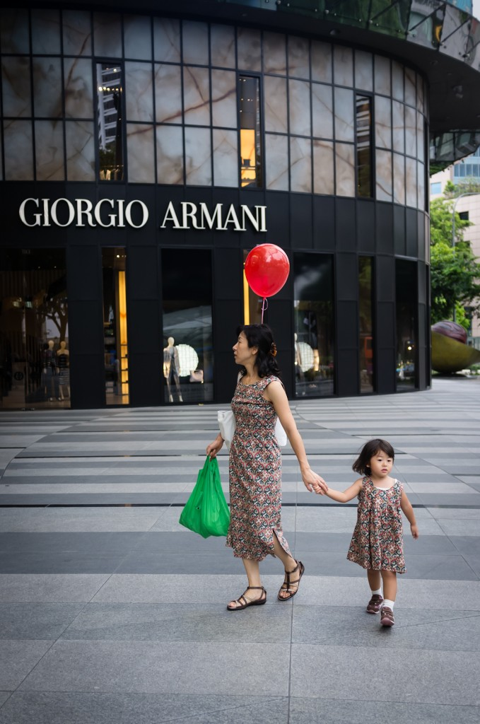 Street photography - Mother and child in matching dresses