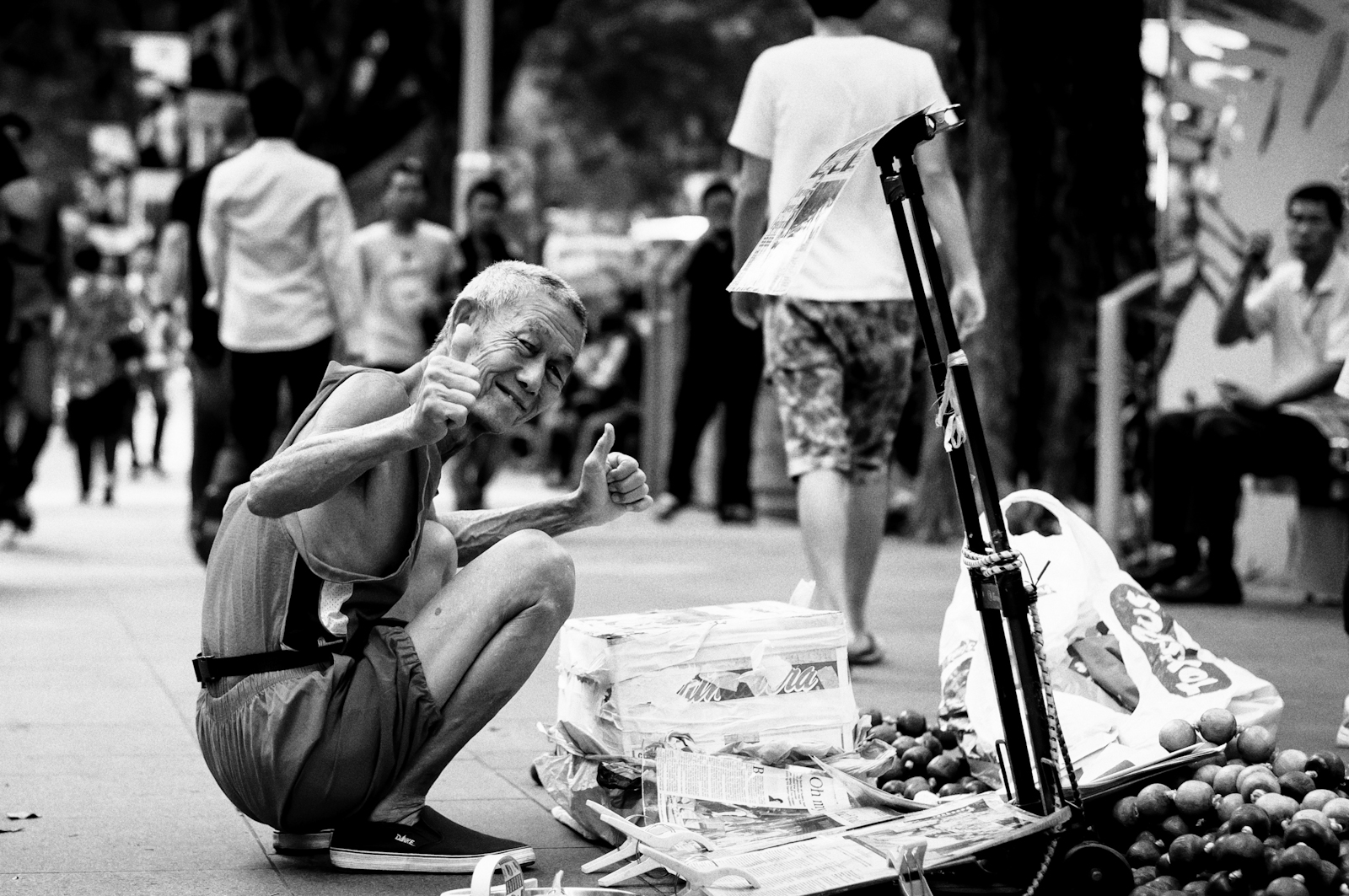 Street photography - street performer in Orchard Road