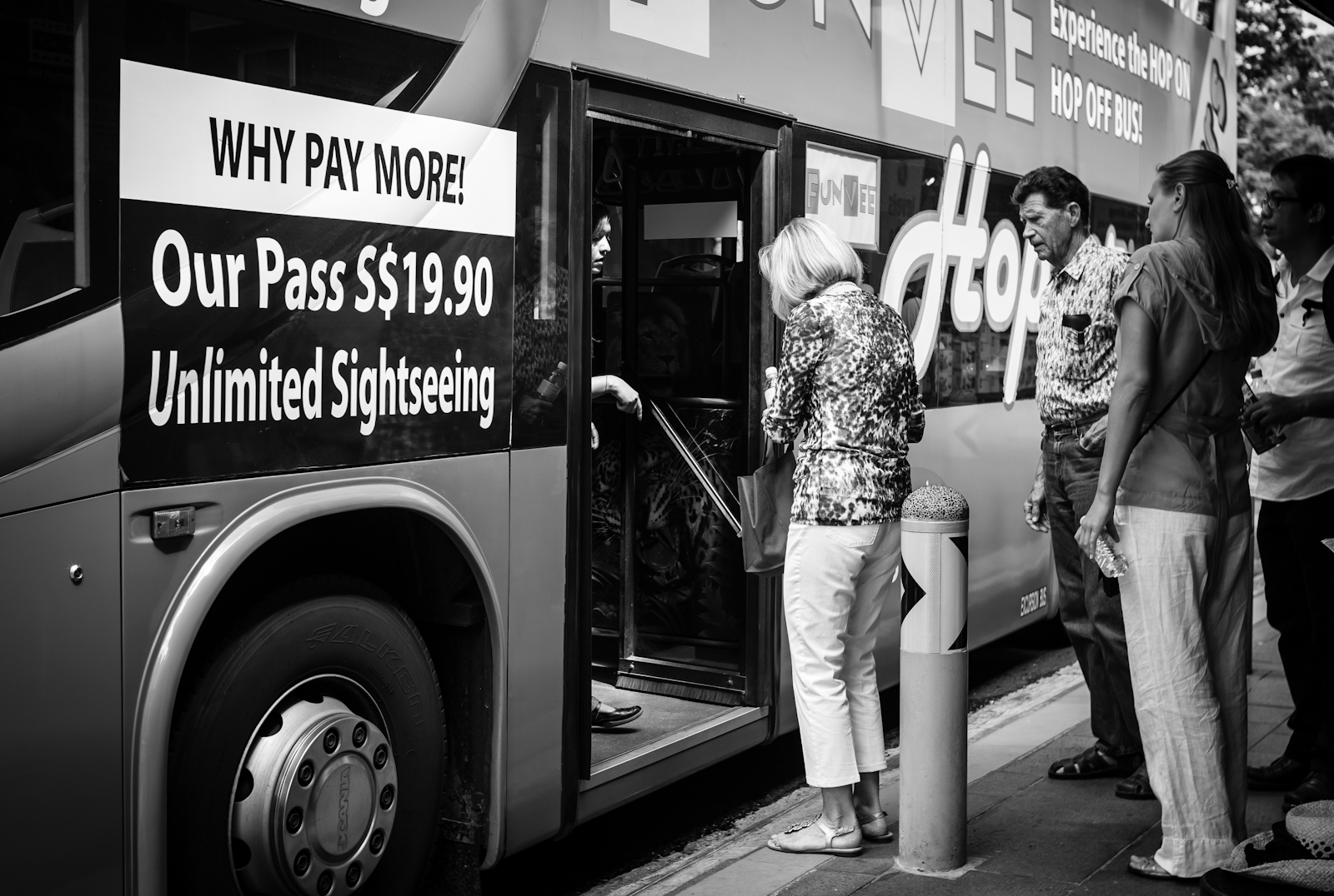 Street photography - tourists boarding a sightseeing bus