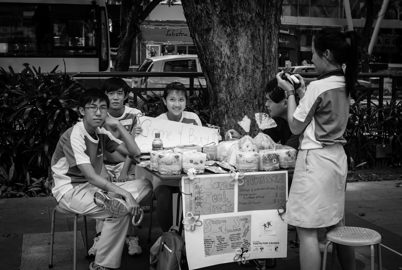 Street photography - charity drive in Orchard by Nanyang Junior College