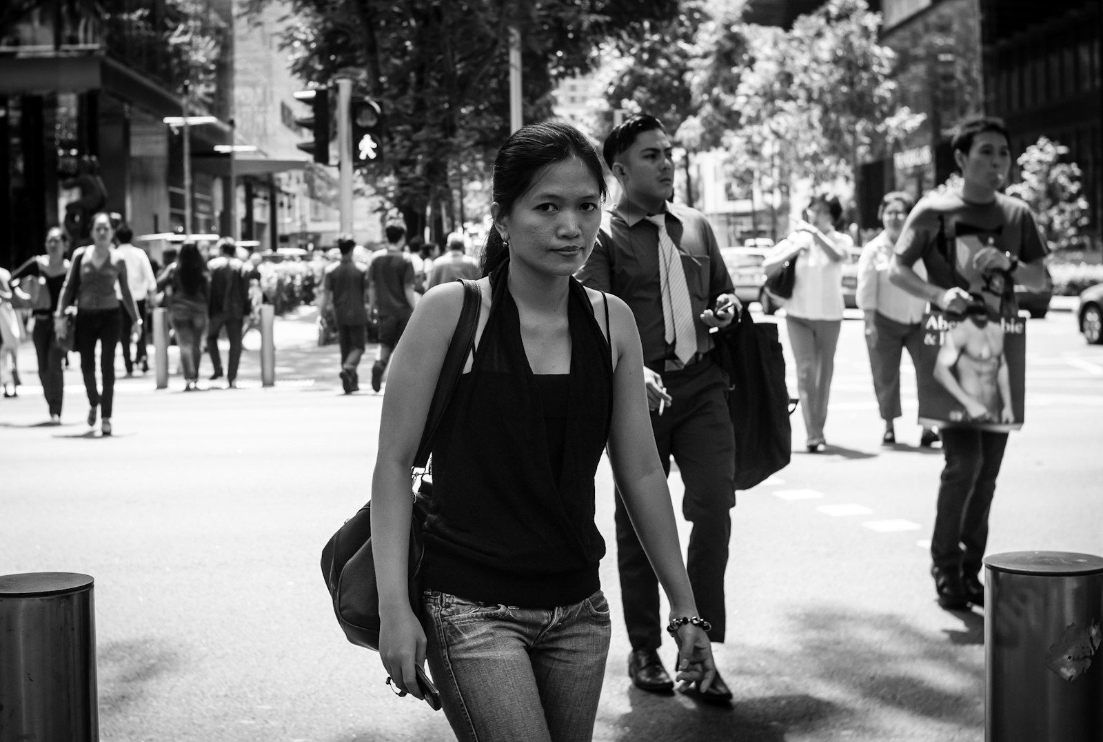 Street photography - passer-by looking at the camera
