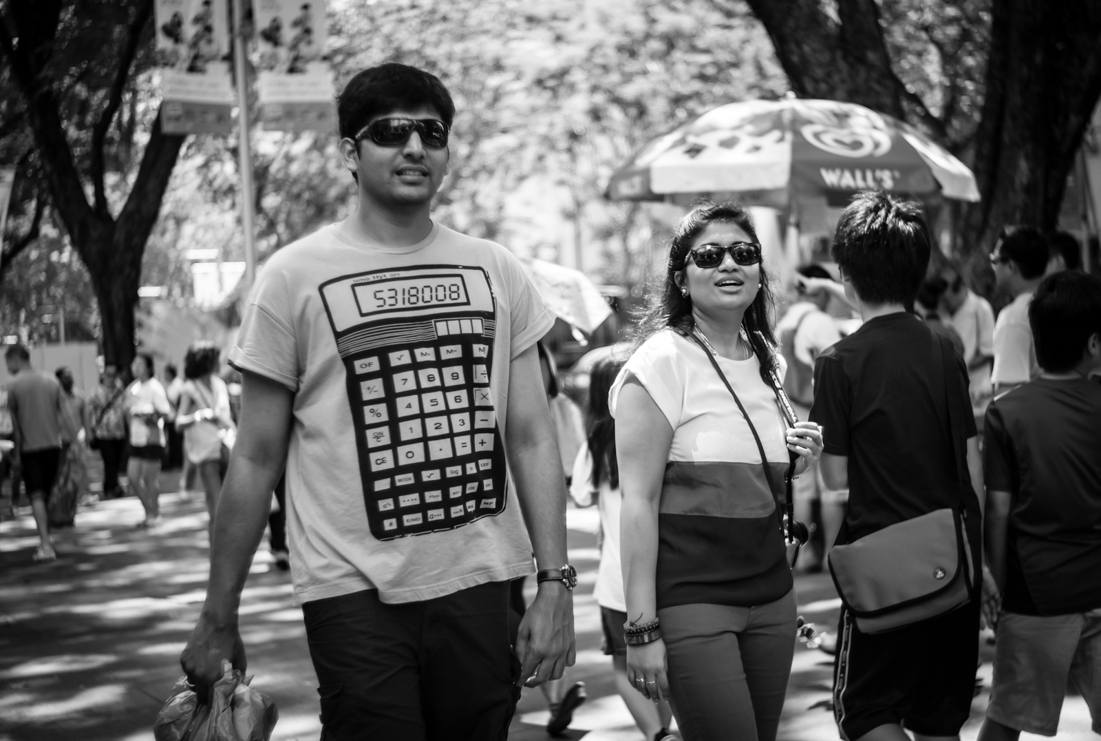 Street photography - man wearing a t-shirt with calculator print