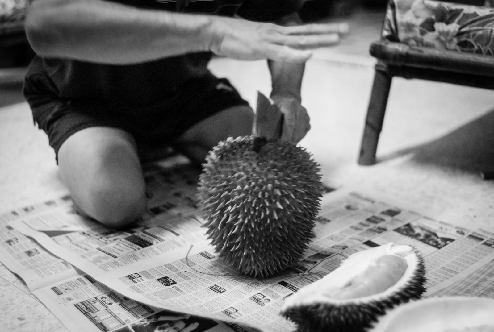 Correct way to open a durian