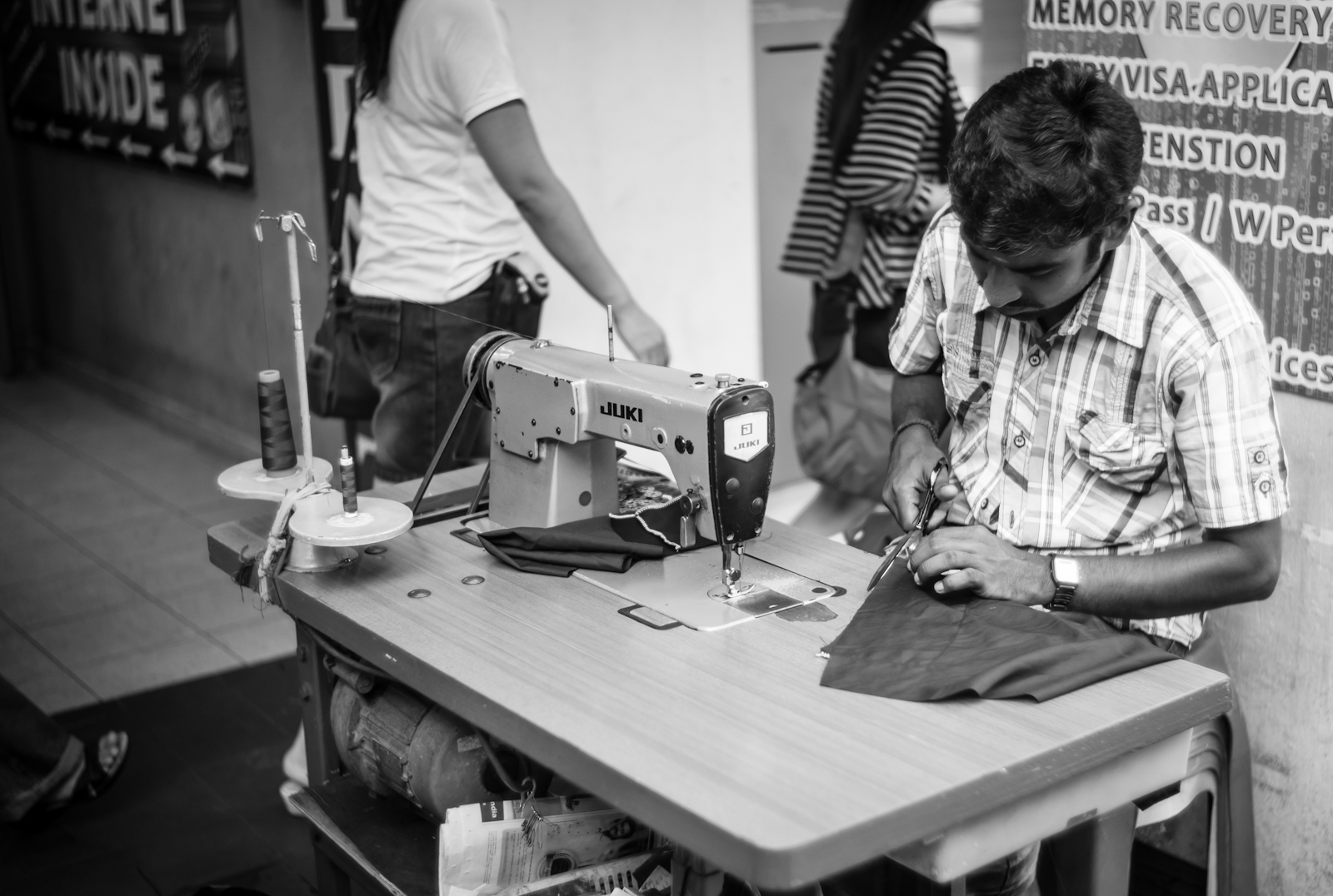 Street photography - Alteration service in Little India