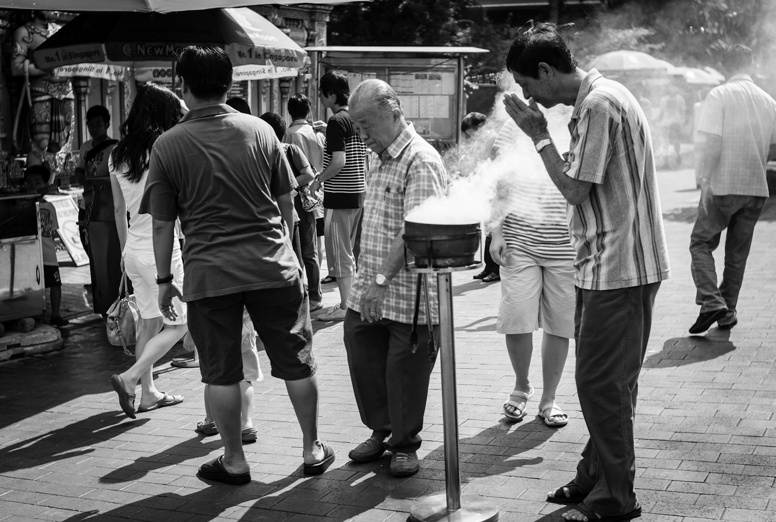 Street photography - A man praying in Chinatown