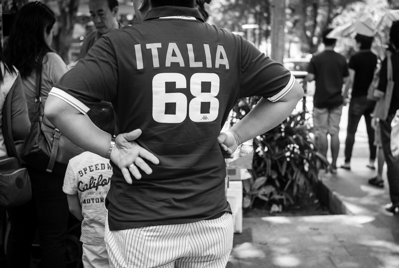 Street photography - Man wearing a polo shirt with