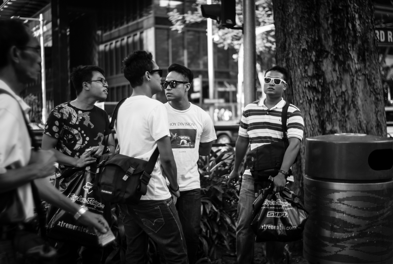 Street photography - Men smoking in Orchard Road
