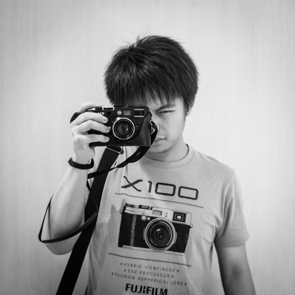 Self portrait of photographer wearing Fujifilm X100 t-shirt from Uniqlo